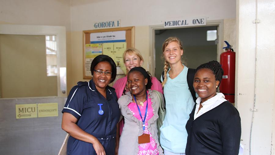 Genom lärar- och studentutbyten samarbetar Röda Korsets Högskola och Kilimanjaro Christian Medical University College inom  forskningsmetoder och examensuppsatser med fokus på globala aspekter.