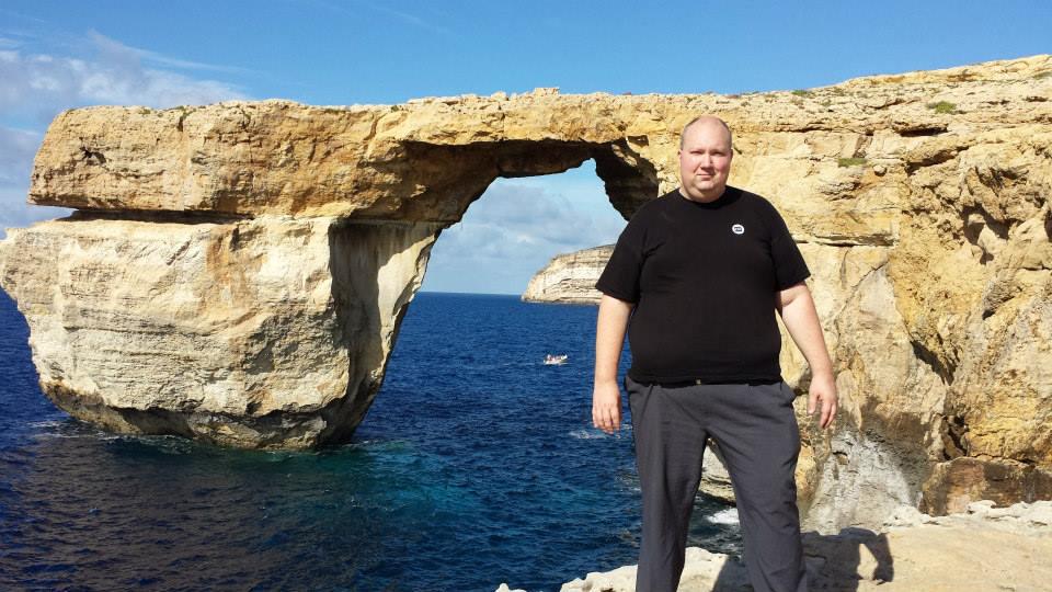 Jim Nilsson, yrkeslärare och Erasmus+ koordinator på Vuxenutbildningen i Karlshamn, vid Azure Window på Malta.